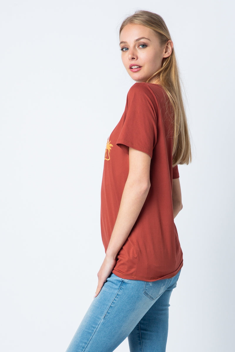 Short Sleeve Top Graphic Tee In Rust Siin Bees