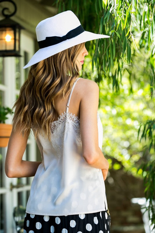 Lace Detail Side Slit Solid Cami Siin Bees