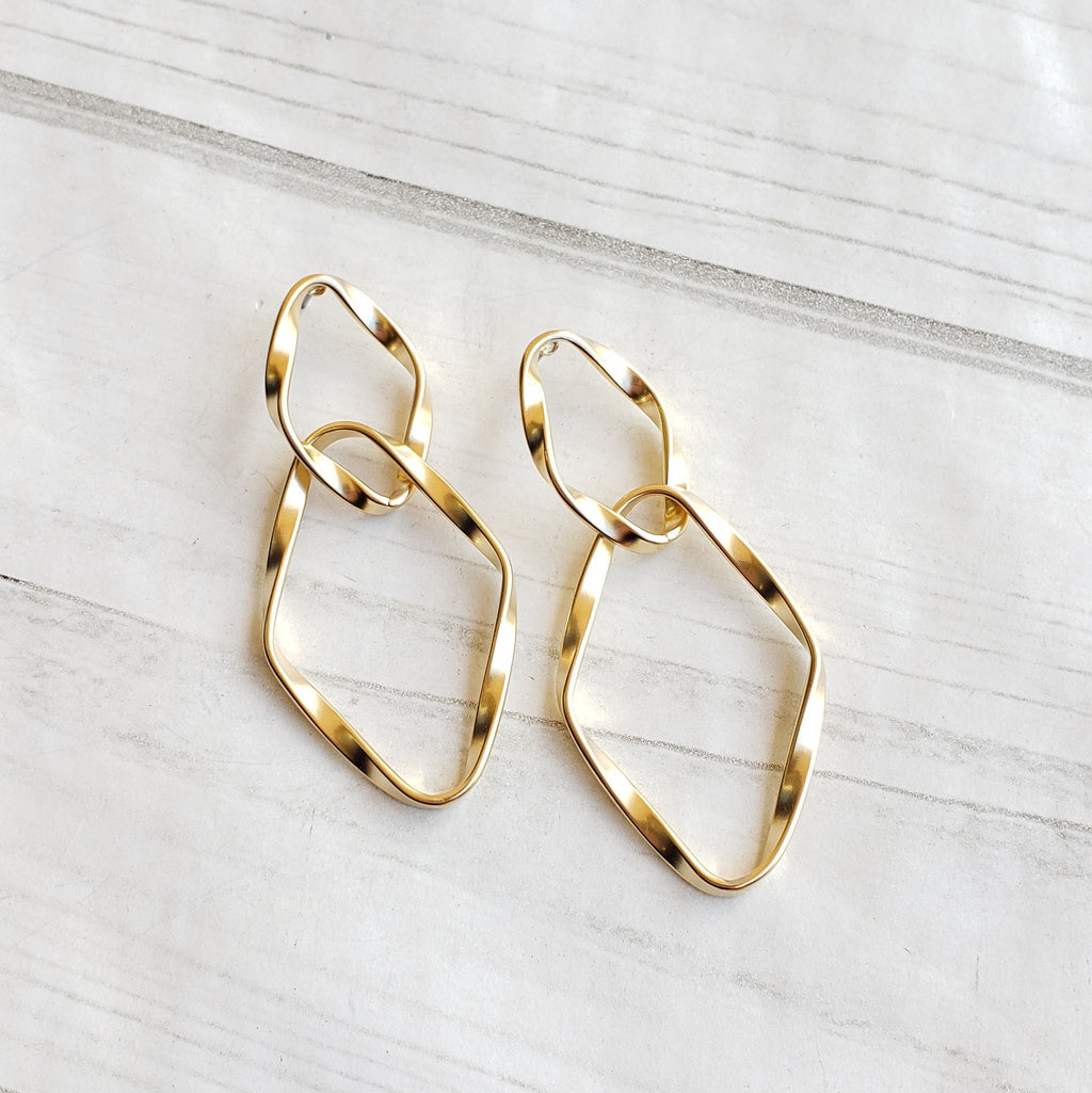 Twisted Link Hoops