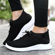 Women with comfortable fly hosiery mouth with wind play high light at the end of casual shoes