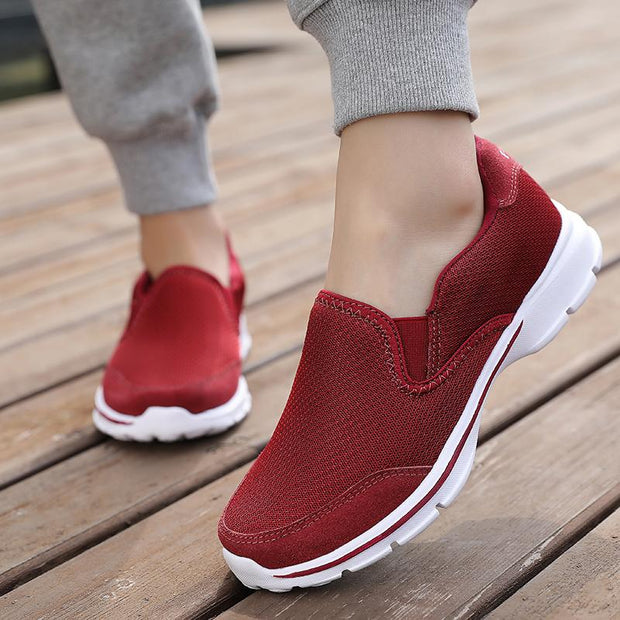 Women breathe freely and comfortable sports shoes walked briskly shoes for women's shoes