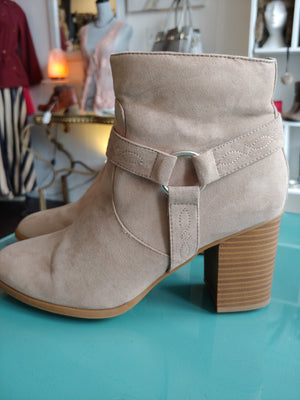 Light Brown Ankle Boots, size 9
