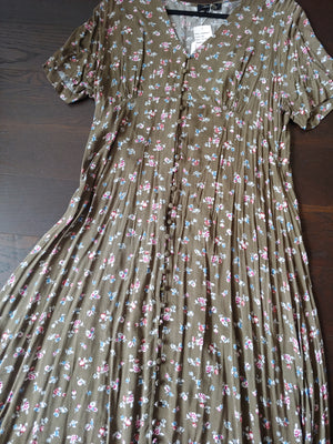 Green & Floral Suzanne Betro Dress, size 1X