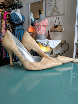 Snake Skin Style Guess Pumps, size 9M