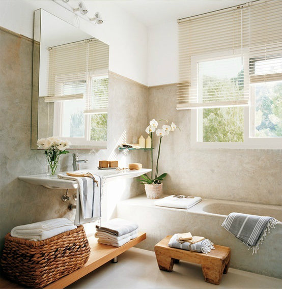 A relaxed themed bathroom.