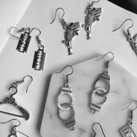 Punk Sliver Handcuffs Blade Gun Drop Earrings Creativity Jewelry Accessories Women Simple Fashion Cool Pistols
