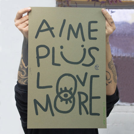 Affiche risographie 'Aime plus Love more'