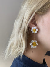 Load image into Gallery viewer, Daisy Gigi Earrings