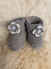 Load image into Gallery viewer, Merino Knitted Flower Booties - 0-3 months