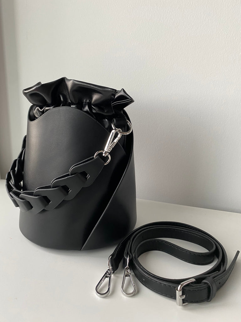Nevi Bucket Bag
