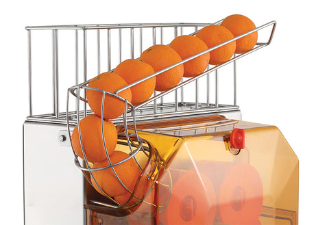 Fruit Storage Chamber Stainless fruit container has 7 kg orange storage capacity. The fruit feeding wire takes between 6 and 8 oranges.