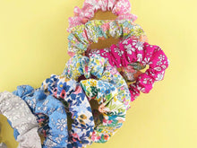 Load image into Gallery viewer, Ellen // Scrunchie