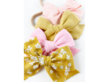 Load image into Gallery viewer, Pink Posy Linen // Mini Pinwheel