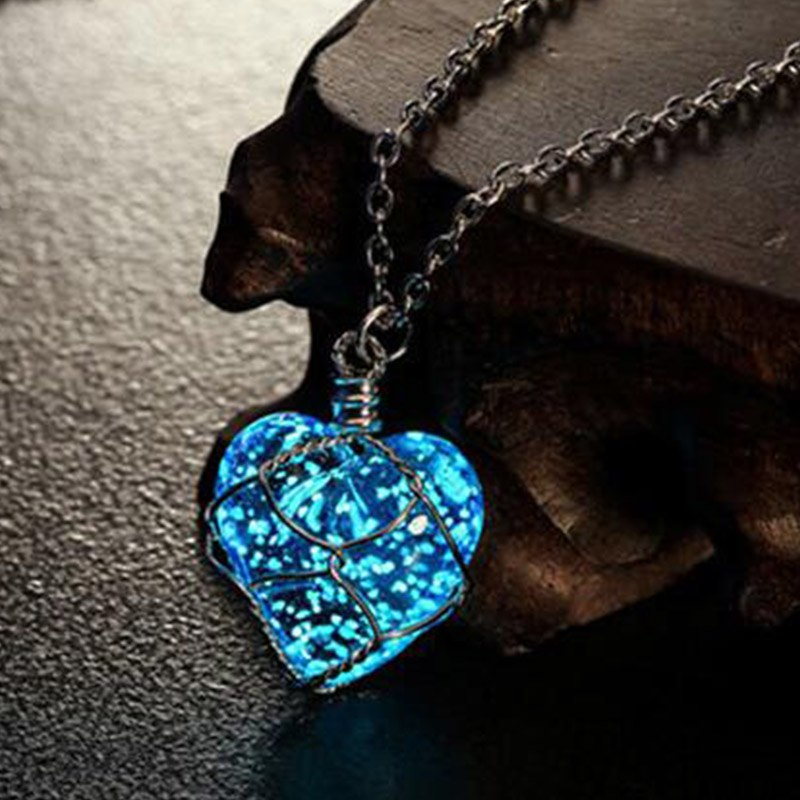 New Creative Luminous Heart Crystal Pendant Necklace Glow In The Darkness Charming Necklace Fine Jewelry Fashion Necklace