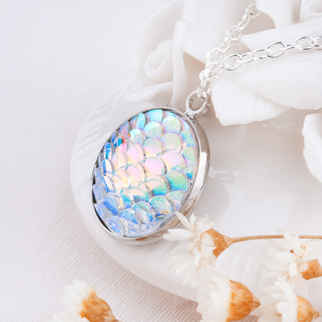 New Design Women Necklace AB Color Mermaid Scales Resin Charm Pendant Necklaces For Women Ladies Jewelry Accessories