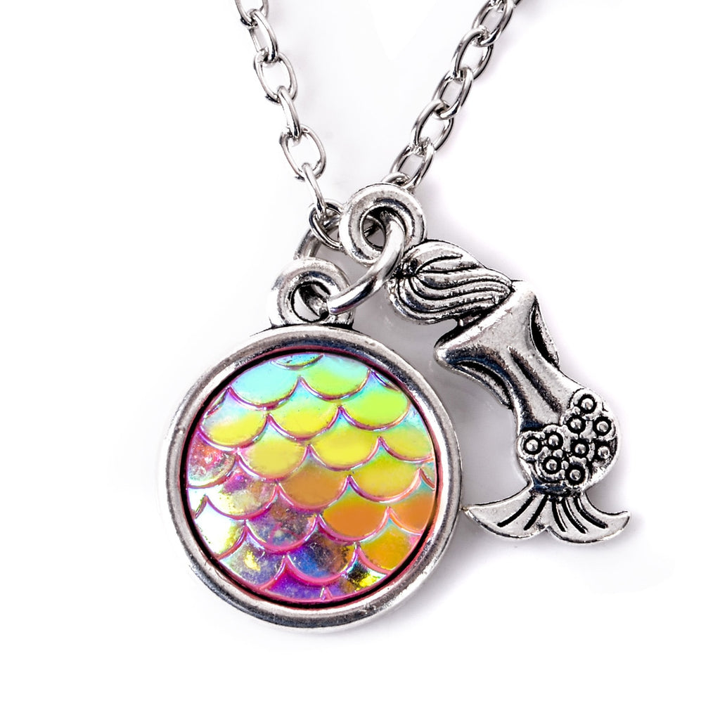 Resin Cabochon Fish Scale Mermaid Pendant Necklace Charming AB Rainbow Color Bohemia Woman Neckalce Collares Jewelry Accessories