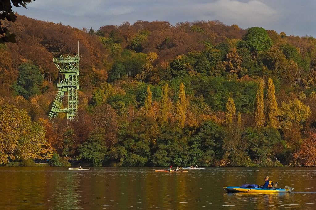 4 Tips: What to Wear while kayaking in autumn