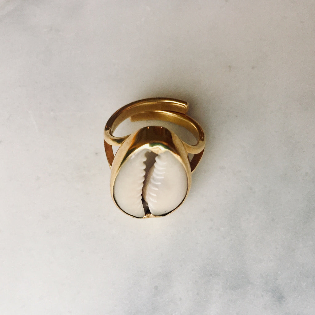 Sweet Palms Kauri shell ring gold