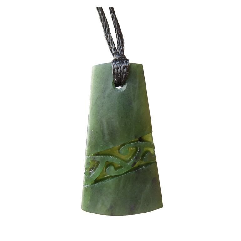 Mana NZ Wedge shaped greenstone pendant with diagonal pattern (4cm)