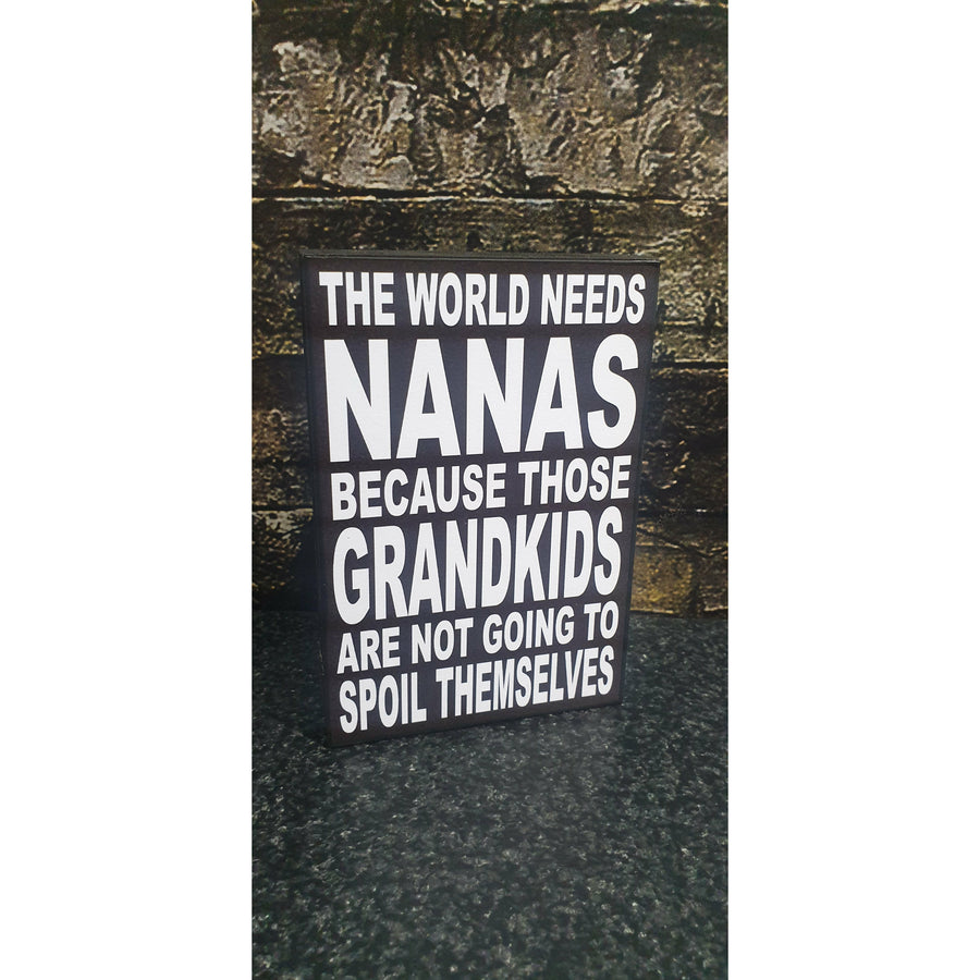 The World Needs Nanas 10x15cm