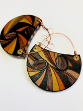 Load image into Gallery viewer, CRESCENT (LARGE) w/copper wire