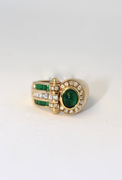 Yellow Gold Ring with Green Emerald and Diamonds