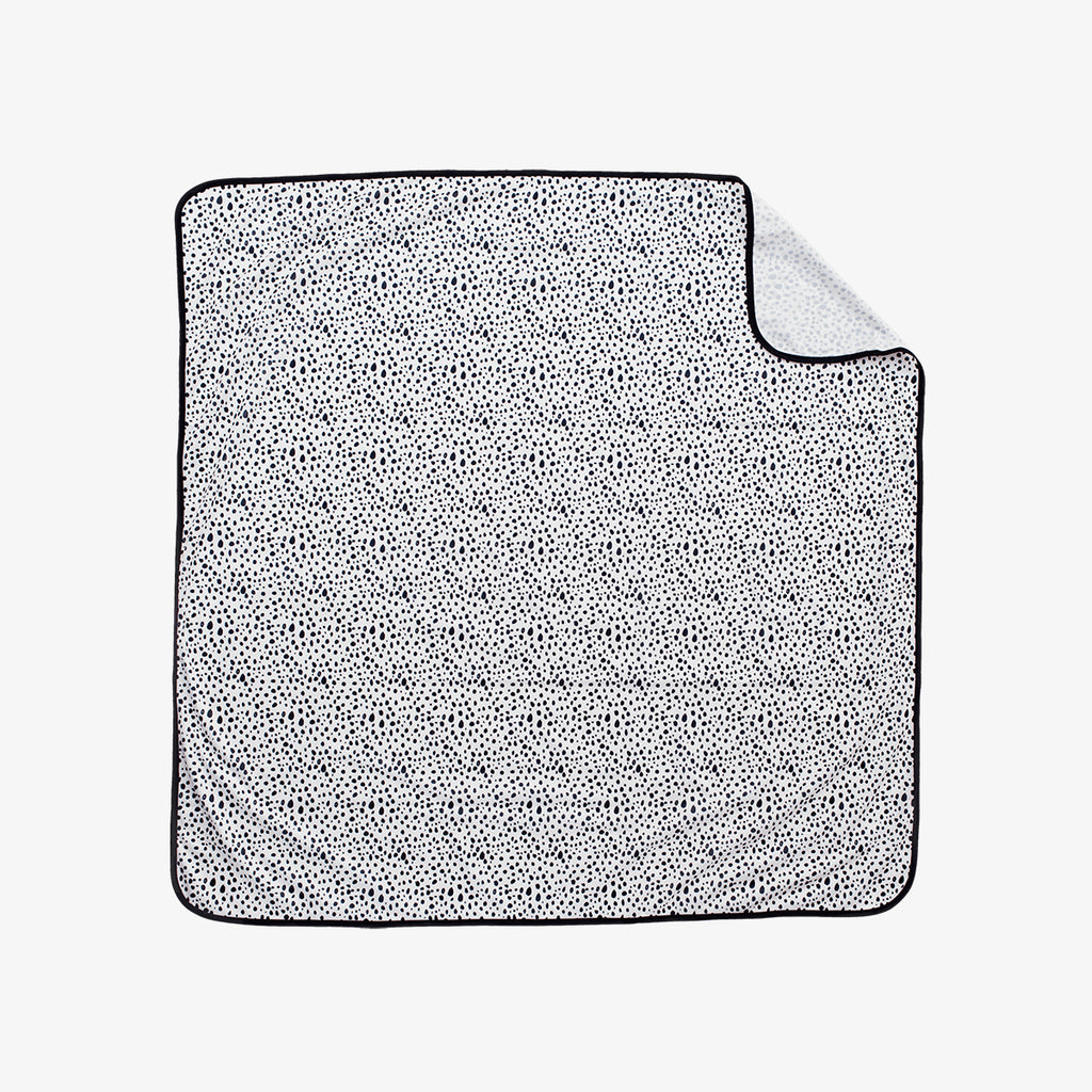 BapronBaby® Splash Mat by ezpz / The Original All-In-One Silicone Plates & Placemats that Stick to the Table
