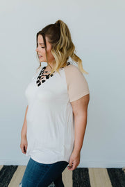 Strappy & Spotty V Top In Taupe