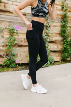 Load image into Gallery viewer, In The Side Pocket Athletic Leggings In Black