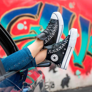 sneakers converse all star alte con suola platform borchiate in pelle nera