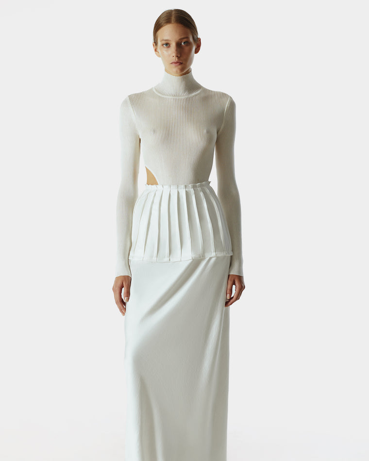 Knitted asymmetric body