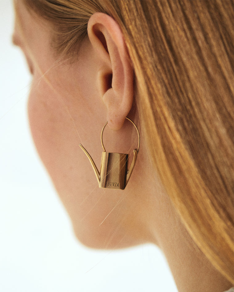Watering can mono earring
