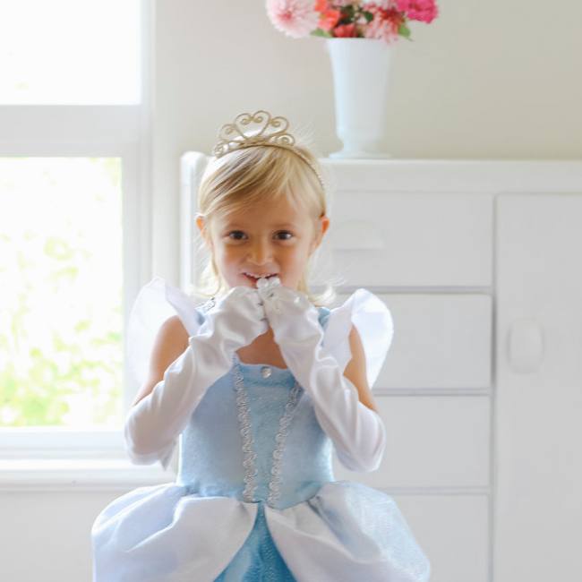 Costume Feature: A pretend-play princess dress fit for Cinderella!