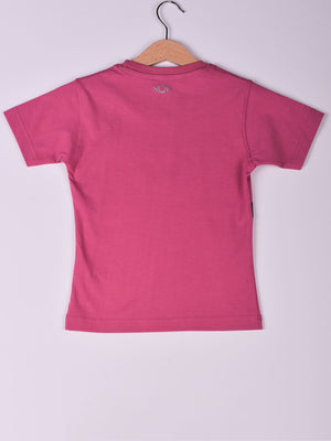 T-Shirt: Fuschia: Kiss Me