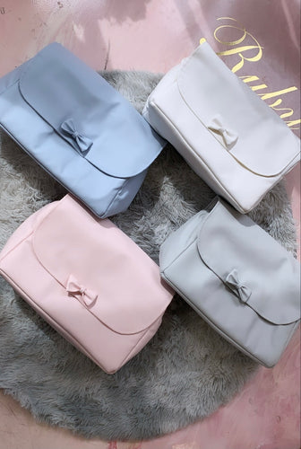 Changing bag with bow