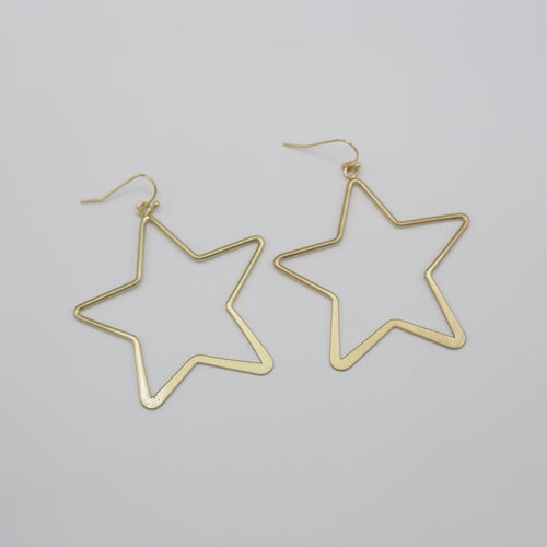 Alanna Earrings-Feel like a star in the gold Alanna Earrings. These earrings are made using a thin metal and formed in to a star with a kidney wire closure. Very lightweight! Pair these with a tank and cardigan, jeans and mules for a fresh spring look! Sizing - One size | 2