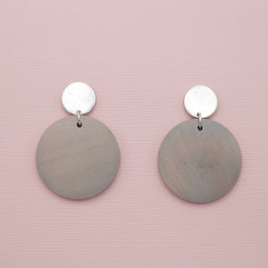 Gray colored round disk wood jewelry earrings on gold circle post