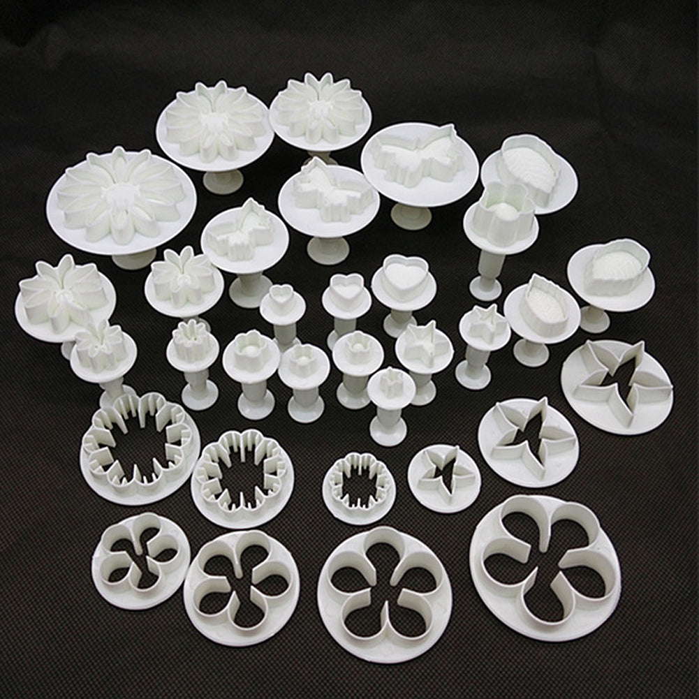 32-Piece Cake Decorating Tools Plunger Molds
