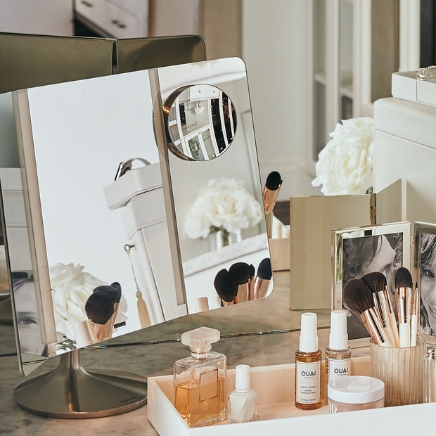 Simple Human Wide View Vanity Mirror on Table