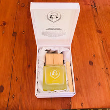 Load image into Gallery viewer, Cashmere Lilac Wooden Top Fragrance Diffuser Gift Box & Bottle