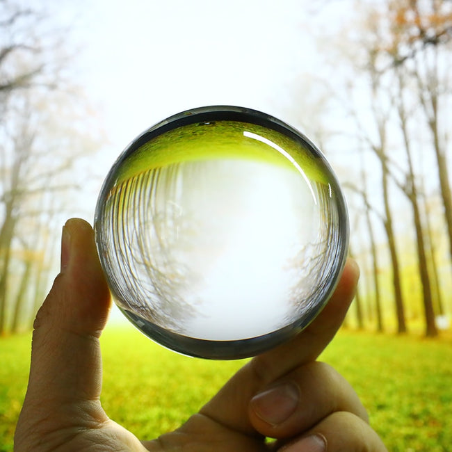 CAPTIVATING LENS BALL
