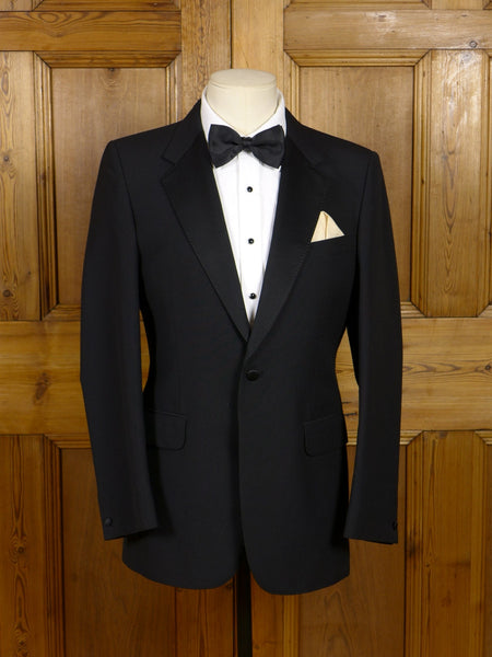 17/0305 new wo/tags boss turo lightweight black wool mix s/b dinner jacket 38 regular