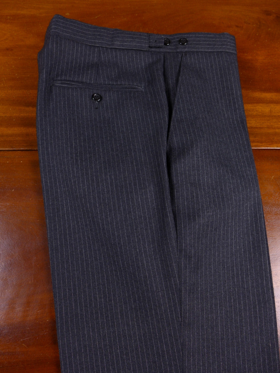 17/0787 deadstock unworn grey wool mix pin-stripe trouser 32 short regular