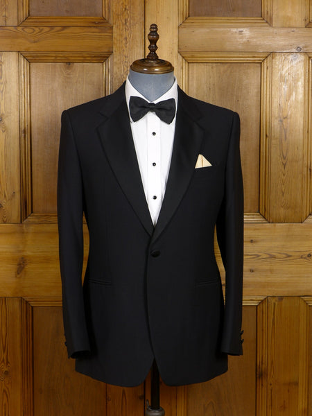 17/0648 immaculate vintage moss bros black lightweight wool satin notch dinner jacket 40 regular
