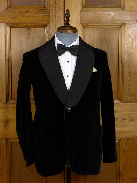17/0658 (dc) exceptional 1930s 1940s black silk velvet / grosgrain shawl dinner / smoking jacket 38-39 short