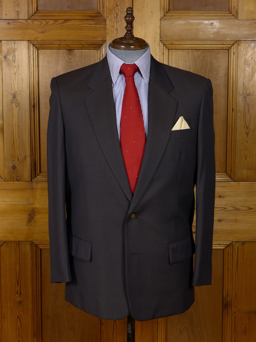 17/0749 immaculate hong kong tailored brown herringbone pin-stripe worsted suit 42 regular (portly cut)