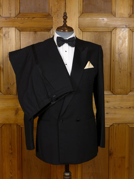 17/0932 distinctive 1980s vintage textured black wool d/b dinner suit 42 long