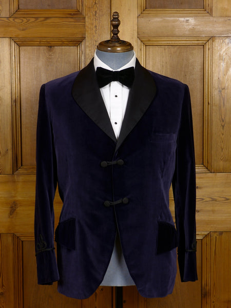 17/1247 (pt) vintage 1960s bespoke tailored silk-velvet midnight blue dinner / smoking jacket 41 short