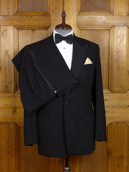 17/1371 kowloon tailored italian super 120s luxury wool / grosgrain peak lapel dinner suit 43-44 regular