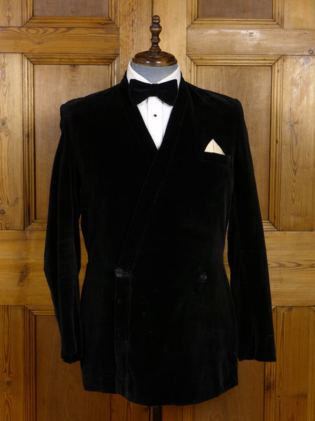 17/1374 (dc) distinctive 1960s vintage blades savile row bespoke silk-velvet shawl smoking jacket 43 regular to long